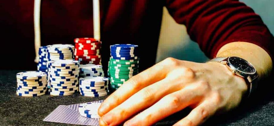 Mechanism For Generating Sets Of Random Numbers For Online Gambling